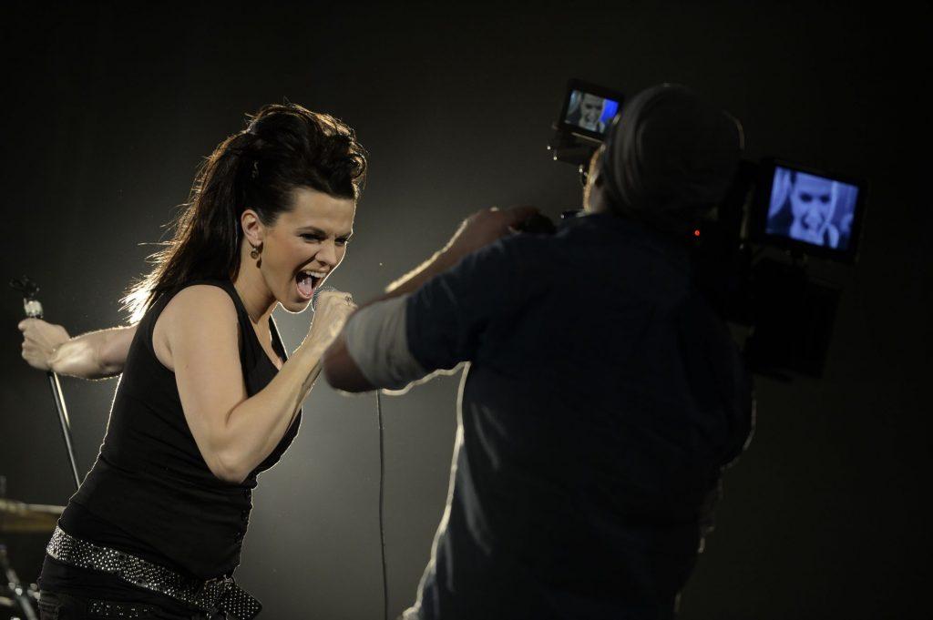 Marta Jandová na natáčení videoklipu pro svou kapelu Die Happy.