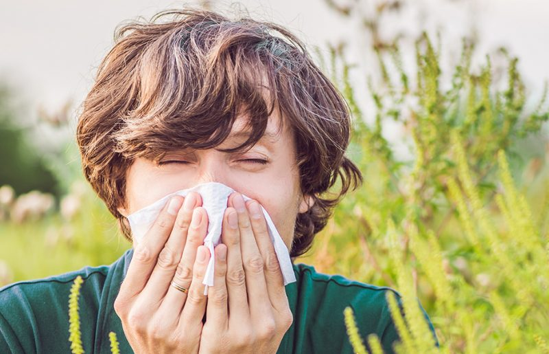 Podle čeho poznáte alergika během pylové sezóny ajak sním vycházet?