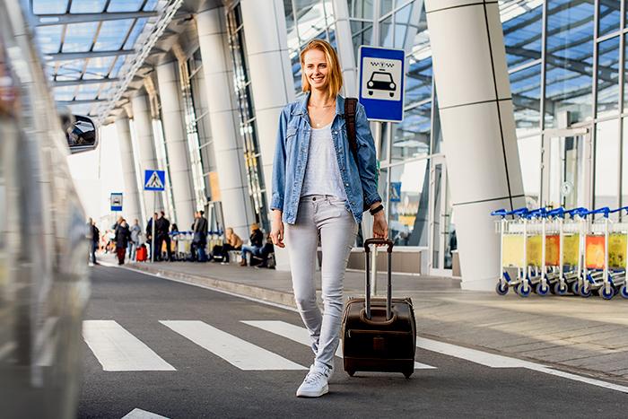 Žena cestuje na dovolenou